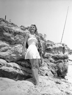 Angela Lansbury al mare nel 1949