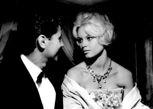 Brigitte Bardot e Sacha Distel alla Mostra del Cinema di Venezia nel 1958