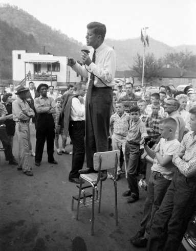 JFK durante una campagna elettorale in West Virginia nel 1960