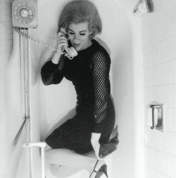 Joan Rivers nella vasca da bagno, 1965