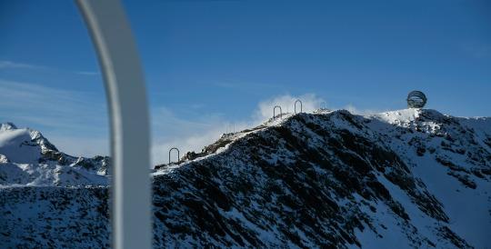 Our Glacial Perspectives by Olafur Eliasson. Un sentiero lungo 410 metri conduce all'installazione
