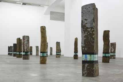 Ramon Todo. (2015), basalto e vetro