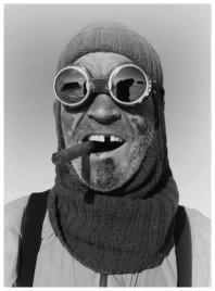 Un uomo in una spedizione in Antartide nel 1914