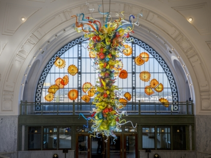 Dale Chihuly, Union Station End of the Day Chandelier and Monarch Window, Union Station, Tacoma, Washington