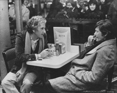 Il regista Michael Winner con Charles Bronson sul set di Death Wish (1974)