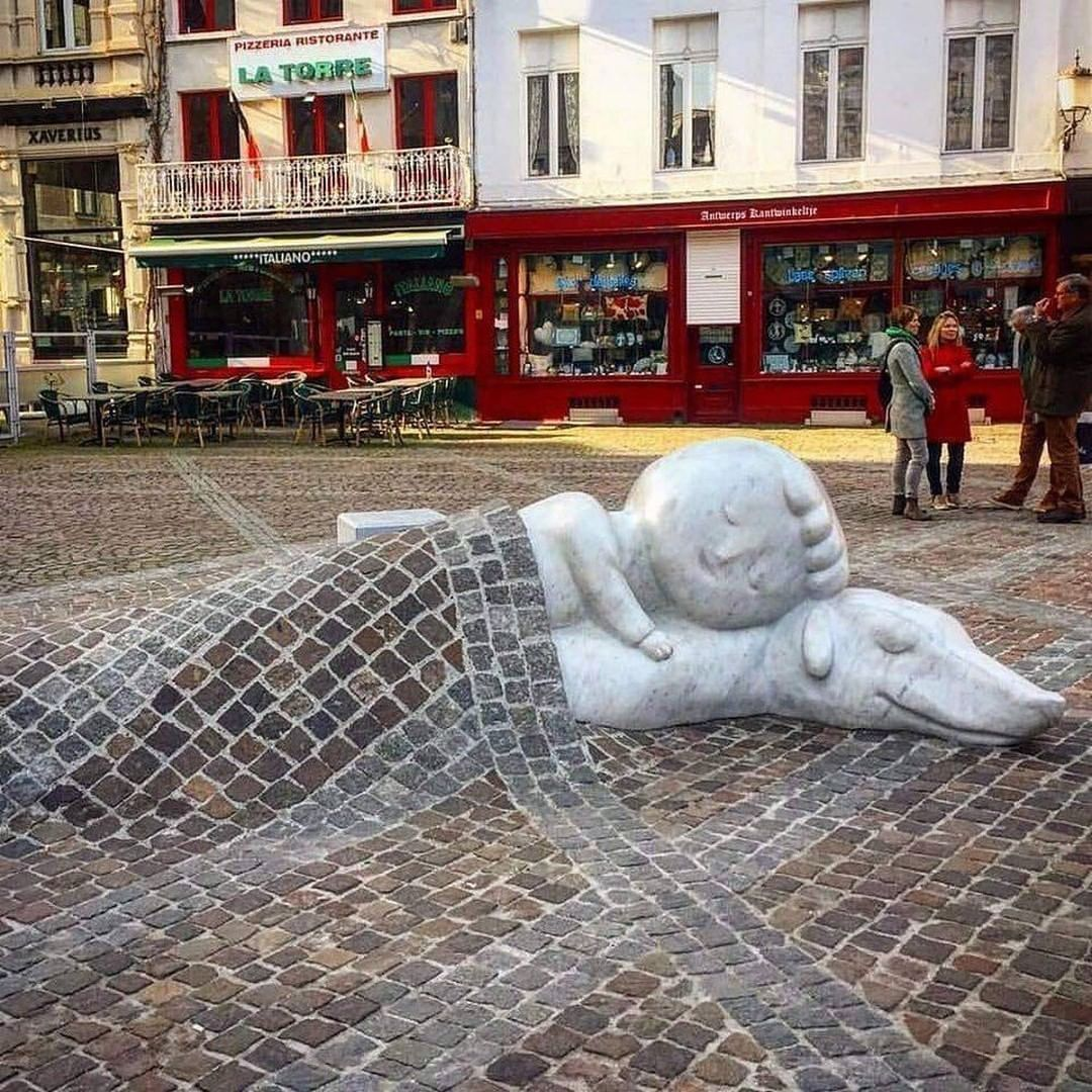 Nello & Patrasche: A story of friendship — Sculpture by Batist Vermeulen in Anversa. This sculpture is a celebration of pure and unconditional friendship