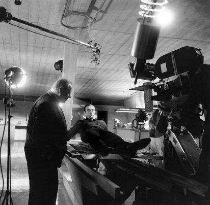 Sean Connery sul set del terzo film di James Bond, Goldfinger (1964)