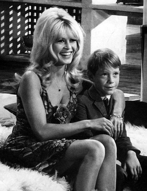 Billy Mumy con Brigitte Bardot in 'Dear Brigitte', 1965