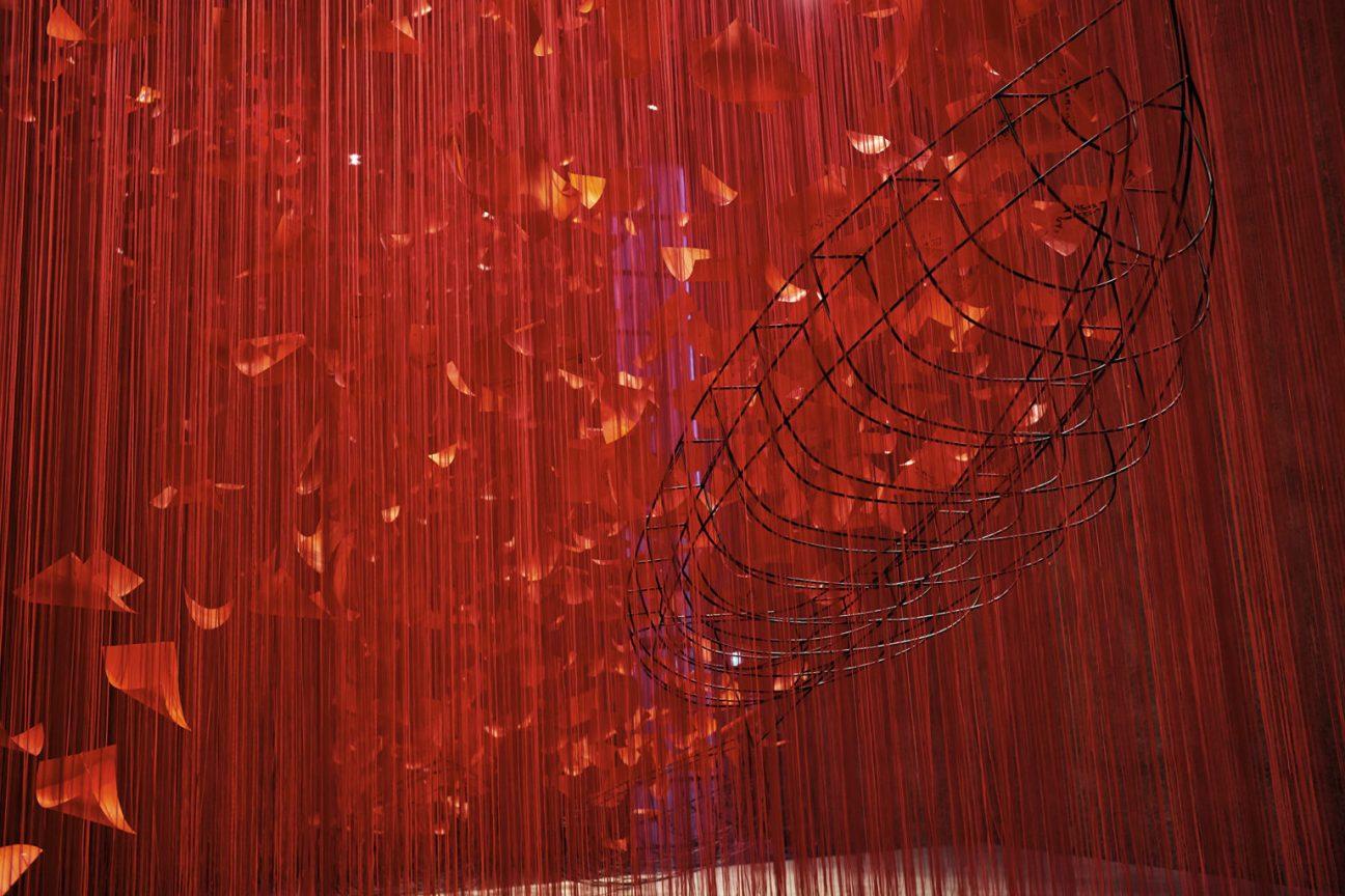 """""""I hope…"""" (2021), rope, paper, steel, installation view at König Galerie, Berlin. All images by Sunhi Mang, VG Bild-Kunst, Bonn"""
