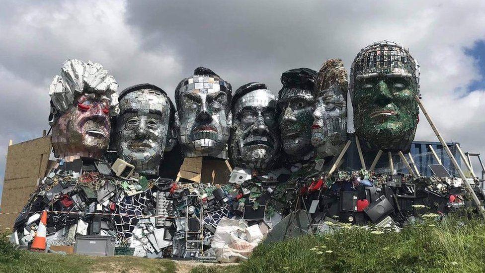 """OperArt – G7: il """"Mount Recyclemore"""" dei leader realizzato con rifiuti elettronici"""