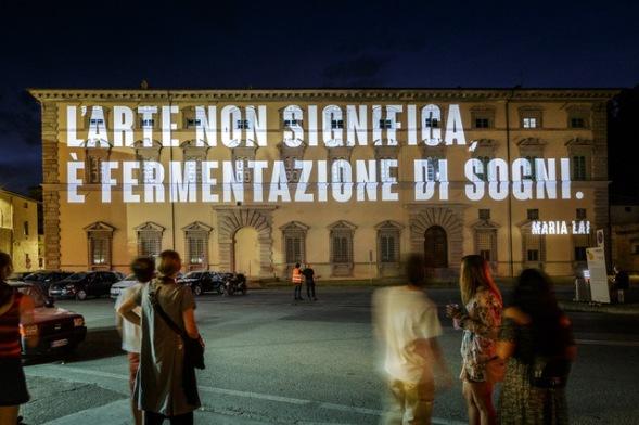 Dal tramonto all'arte, proiezione su Palazzo Vitelli a Sant'Egidio in occasione di CaLibro Festival, a Città di Castello. Photography by Andrea Moni.