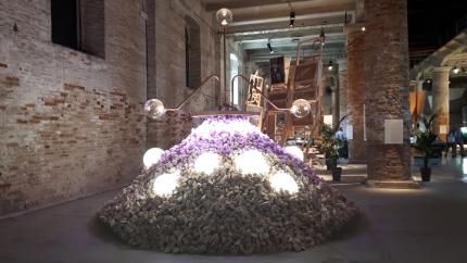 """""""Shaped Touches"""" di Sean Lally alla Biennale Architettura 2021"""