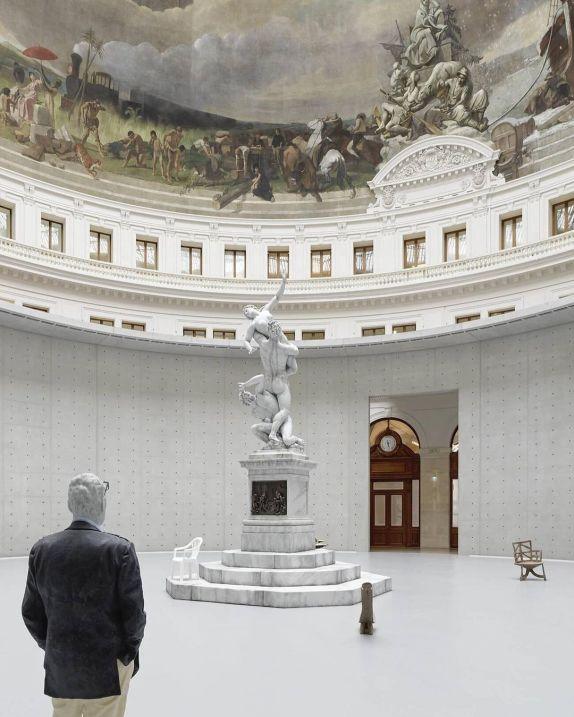 Urs Fischer brucia le sculture di cera alla Bourse de Commerce di Parigi