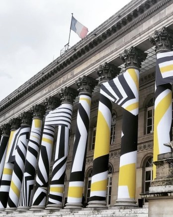 Bourse de Paris in yellow and black
